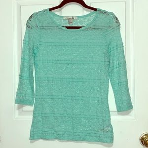 Mint stretch lace 3/4 sleeve top